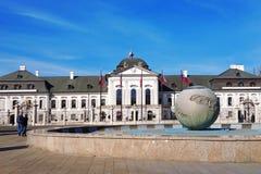 Palazzo di Grassalkovichov a Bratislava fotografia stock