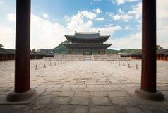 Palazzo di Gyeongbokgung del cortile del Corridoio del trono Immagine Stock