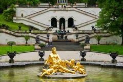 Palazzo di Linderhof Flora e puttos del gruppo della fontana La Baviera, Germania Fotografie Stock