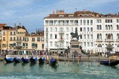 Palazzo di Londra dell'hotel e la passeggiata a Venezia Immagine Stock Libera da Diritti