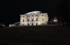 Palazzo di Pavlovsky alla notte di inverno immagine stock