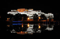 Palazzo di Potala nella notte Immagine Stock Libera da Diritti