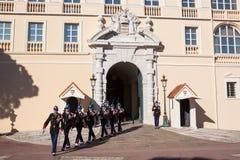 Palazzo di Prince's del Monaco durante il cambiamento della guardia Immagini Stock Libere da Diritti