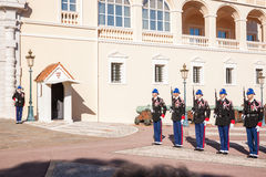 Palazzo di Prince's del Monaco durante il cambiamento della guardia Fotografie Stock Libere da Diritti