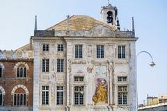 Palazzo di San Giorgio no quadrado de Caricamento da praça em Genoa Italy Fotografia de Stock