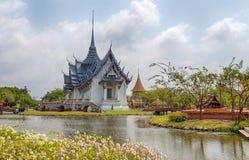 Palazzo di Sanphet Prasat di Ayutthaya nel parco della città antica, Muang Boran, provincia di Samut Prakan, Tailandia fotografia stock libera da diritti