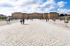 Palazzo di Schloss Schonbrunn dall'entrata, Vienna fotografia stock libera da diritti
