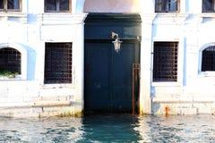 Palazzo di Venezia durante l'alta marea Fotografia Stock