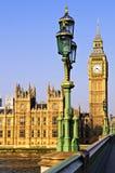 Palazzo di Westminster dal ponticello Fotografia Stock