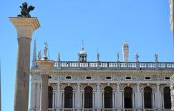 Palazzo Ducale en de kolom van het Teken van Heilige in Venetië, Italië stock foto's