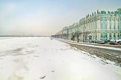 Palazzo e Neva di inverno Fotografia Stock Libera da Diritti