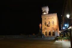 Palazzo e statua di libertà pubblici nel San Marino L'Italia fotografia stock