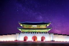 Palazzo e Via Lattea di Gyeongbokgung a Seoul Corea fotografie stock