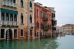 Palazzo Erizzo Nani Mocenigo e Palazzo a Dinamarca Lezze em Veneza fotos de stock