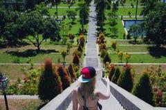 Palazzo facente un giro turistico dell'acqua della ragazza Bali, Indonesia Immagine Stock