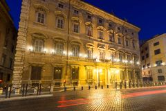 Palazzo Giustiniani惊人的夜视图在市罗马,意大利 免版税图库摄影