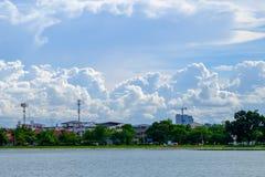 Palazzo locale del paesaggio di paesaggio della città in Na di Nakhonprathom Tailandia Immagine Stock