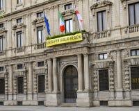 Palazzo Marino, Δημαρχείο του Μιλάνου Ιταλία, με το έμβλημα της Διεθνούς Αμνηστίας για την αλήθεια για το Giulio Regeni Campaign στοκ εικόνα