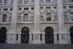 Palazzo Mezzanotte italienskt milan f?r utbyte materiel arkivbild