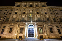 Palazzo Pamphilj Mooie oude vensters in Rome (Italië) Stock Afbeelding