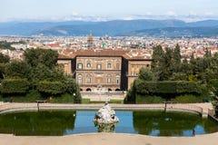 Palazzo Pitti με τη Φλωρεντία στο υπόβαθρο στοκ φωτογραφία