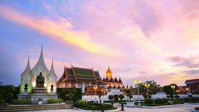 Palazzo Prasat del metallo di Loha e di Wat Ratchanaddaram a Bangkok, tailandese Fotografia Stock