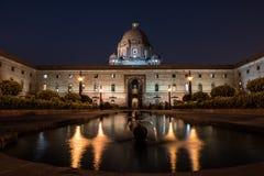 Palazzo presidenziale alla notte Fotografia Stock Libera da Diritti