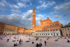 Palazzo Publico en la puesta del sol, Siena, Italia Foto de archivo
