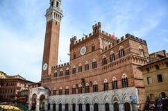 Palazzo Publico in Piazza del Campo & x28; Hall& x29 della città; di Siena, la Toscana, Italia immagini stock