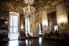 Palazzo Reale es una mansión y un Museo Nacional de la col rizada en vía Balbi en Genoa Italy Fotos de archivo