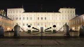 Palazzo Reale a Torino alla notte fotografia stock libera da diritti