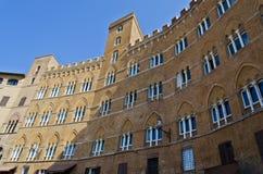 Palazzo Sansedoni i Siena - Italien Arkivbild