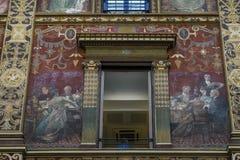 Palazzo Sciarra Ga的华丽地被绘的和装饰的门面 免版税库存图片