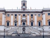 Palazzo Senatorio (参议院宫殿)和字体的正面图 免版税库存照片