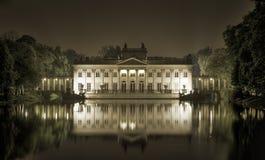 Palazzo su acqua nella sosta reale di Lazienki Fotografia Stock Libera da Diritti