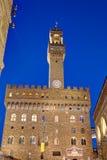 Palazzo Vecchio, noche de Florencia, Italia fotografía de archivo