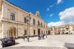 Palazzolo Acreide/ Syracuse Sicily/ Italy - October 04 2019: Carabinieri Discuss With Two Elderly People In The Palazzolo Acreide Royalty Free Stock Photography