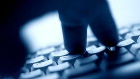 Palce pisać na maszynie na klawiaturze zdjęcie wideo