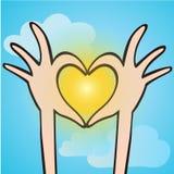 Palce robi kształtowi serce na słońcu Obrazy Stock