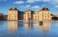 Palácio de Luxemburgo em Jardin du Luxemburgo, Paris, França Foto de Stock Royalty Free