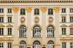 Palácio de Nymphenburg como o fundo Imagens de Stock Royalty Free