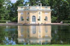 Palácio St Petersburg de Cathrine do jardim do Bathhouse Fotos de Stock