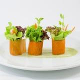 Palcowego jedzenia marchwiana sałatkowa rolka Obraz Royalty Free