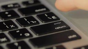 Palcowy dosunięcie guzik WCHODZIĆ DO na klawiaturze zbiory