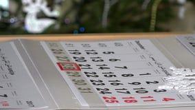 Palcowy dosunięcie kalendarza markier przez ostatnich dni rok zdjęcie wideo