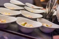 Palcowy jedzenie przygotowywający na naczyniu dla przyjęcia lub wydarzeń na tacy fotografia royalty free