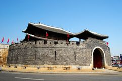 Paldalmun, eins des Gatters in der Hwaseong Festung, S Lizenzfreie Stockfotos