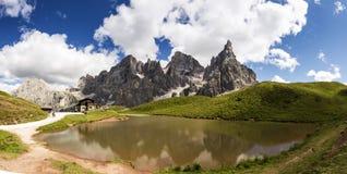 Pale di San Martino, paisaje con el lago Fotos de archivo