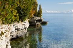 Rocky Shoreline of Cave Point Park, Door County royalty free stock image