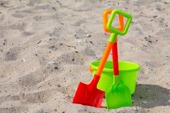 Pale e secchio sulla spiaggia fotografia stock